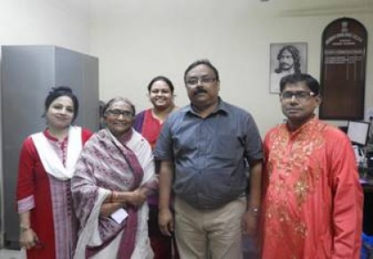 Principal, Dr. Santanu Chakrabarti with Vidushi Ashoka Dhar Nandy and accompanying artist